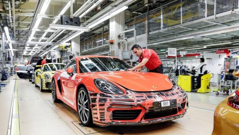 Porsche răsplătește succesul: prime de 9.700 de euro pentru angajați