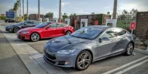 Tesla va permite mașinilor altor mărci să se încarce la Supercharger