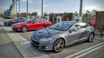 Studiu: Merită cumpărată o mașină electrică de patru – cinci ani vechime?