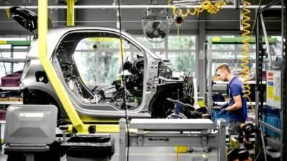 Modelele smart vor fi produse în China. Daimler și Geely vor deține jumătate din firma constructoare