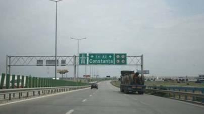 Hotelierii așteaptă românii pe litoral, dar autostrada spre mare rămâne în reparații până în iulie