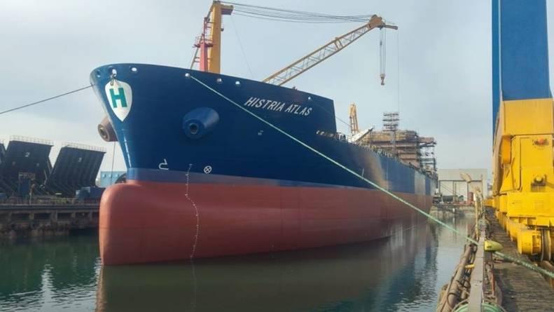 Șantierul naval Constanța e pe val: tancul petrolier Histria Atlas a primit botezul mării