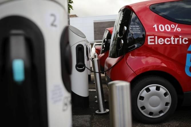 Bloomberg: În 2020 vor fi vândute la nivel mondial 1,7 milioane de mașini electrice