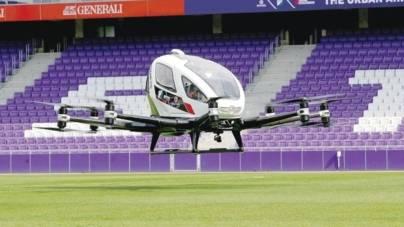 """O dronă care poate transporta doi oameni, """"nici elicopter, nici avion"""", a fost prezentată la Viena"""