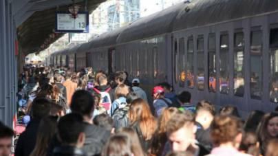 CFR Călători promite suplimentarea trenurilor către zonele în care românii îl vor întâmpina pe Papa Francisc