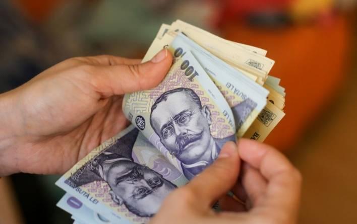 Doar patru din zece români au reușit să facă economii în pandemie