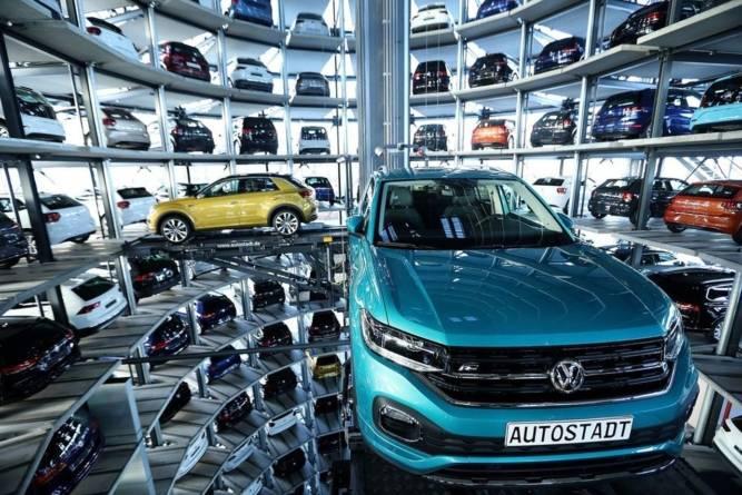 Volkswagen blochează angajările până la finalul anului
