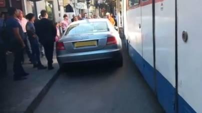 În București reîncepe ridicarea mașinilor parcate neregulamentar. Costurile contravenienților sunt substanțiale