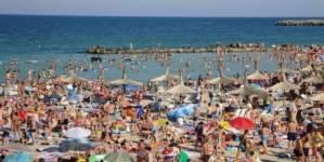 40% dintre români economisesc tot anul pentru a merge în vacanță. Două milioane de turiști, așteptați pe litoral