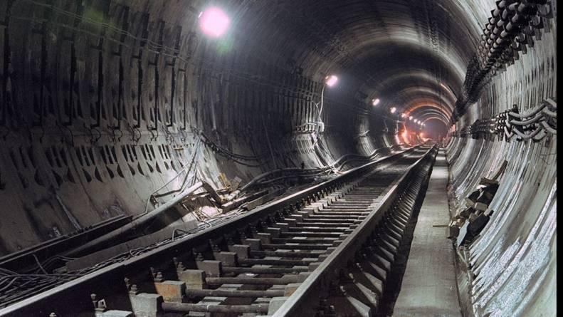 Florin Cîțu: Avem bani pentru infrastructură. La autostrada Sibiu – Pitești și metroul către Drumul Taberei continuă lucrările