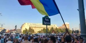 UPDATE Peste 15.000 de persoane protestează în Piața Victoriei