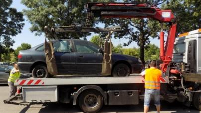 Reîncepe ridicarea mașinilor parcate neregulamentar în București