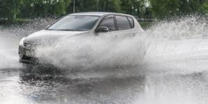 UPDATE: Avarie majoră la o magistrală de apă din București. Poliția a deviat circulația