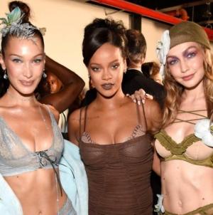 Rihanna, în luptă cu Victoria's Secret
