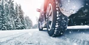 Începe nebunia dotării mașinilor cu anvelope de iarnă. Ce pățești dacă nu respecți legea