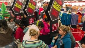 Record: Americanii au cheltuit 7,4 miliarde de dolari de Black Friday