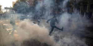 Țară în stare de urgență din cauza ciocnirilor violente provocate de… scumpirea biletelor de metrou