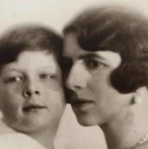 Regina-mamă Elena a revenit acasă și va fi înmormântată astăzi la Curtea de Argeş