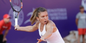 Simona Halep a învins-o pe Bianca Andreescu la Turneul Campioanelor