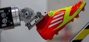 Adidas va muta în Asia fabricile robotizate din Germania şi SUA