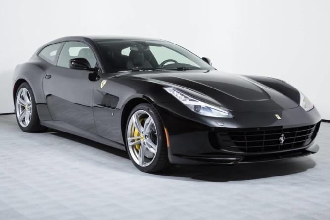 Un Ferrari redus cu 45.000 de euro, vedeta eMag de Black Friday