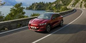 VIDEO – Ford intră în lupta din segmentul SUV-urilor electrice cu noul Mustang Mach-E