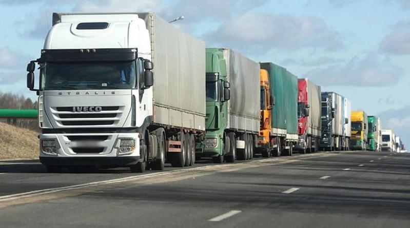 Coloane-record de camioane la frontiera cu Ungaria. Transportatorii acuză autoritățile maghiare