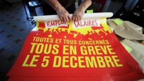 Franța, în grevă din cauza reformei pensiilor. Transporturile pot fi afectate grav