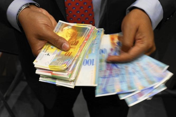 Noi probleme pentru cei cu credite în franci elvețieni. Moneda a atins cel mai ridicat nivel faţă de euro din aprilie 2017