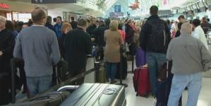 Blue Air şi Wizz Air, în procedură de executare a conturilor pentru neplata compensaţiilor legale pentru pasagerii zborurilor anulate sau întârziate