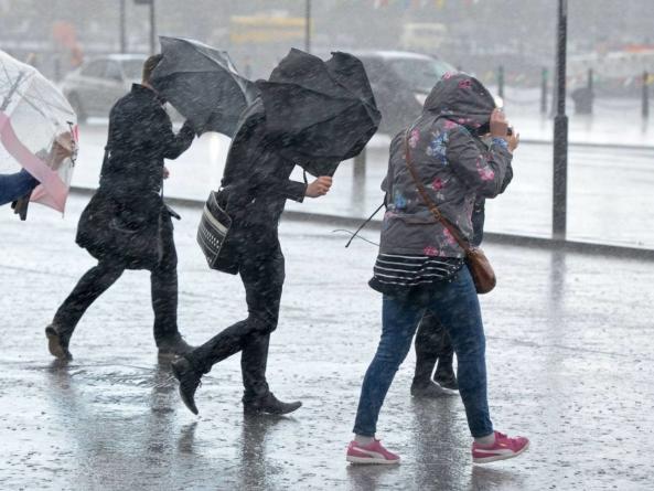 Avertisment pentru cei care călătoresc în nord-vestul Europei: furtuna Ciara perturbă transporturile