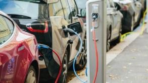 Germania impune plata cu cardul bancar la stațiile de încărcare pentru mașini electrice