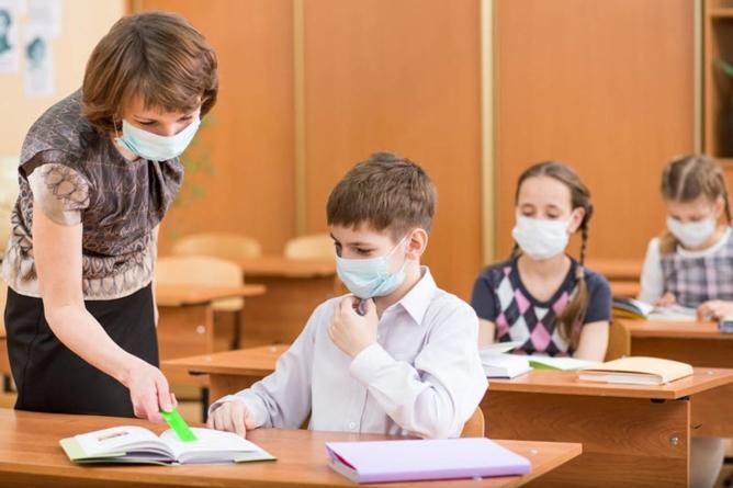 Profesorii și personalul didactic auxiliar ar putea primi, lunar, un stimulent de risc de 2.000, respectiv, 1.500 de lei