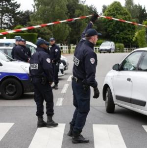 """Franța înăsprește măsurile privind izolarea la domiciliu. Populația, somată să """"nu plece în weekend"""""""