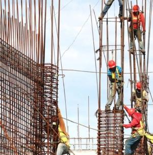 Vară atipică: Managerii estimează o creştere a activităţii în construcţii şi comerţ