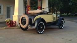 Un Ford Roadster din 1930 aparținând celebrei Doris Day, vândut la licitație cu 96.000 de dolari