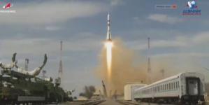 Modulul Soyuz a fost lansat astăzi spre Staţia Spaţială Internaţională cu echipaj uman la bord