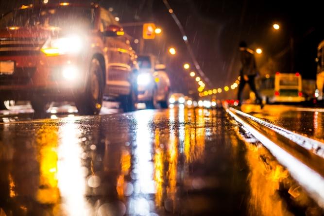 Tungstram: 70% dintre șoferii români consideră că noaptea văd cu dificultate șoseaua