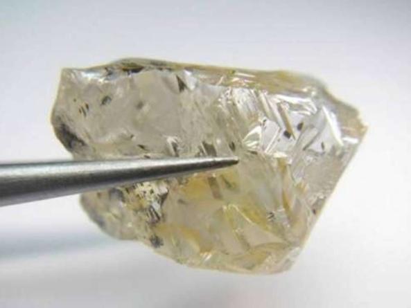 Diamant spectaculos de 171 de carate descoperit în Angola