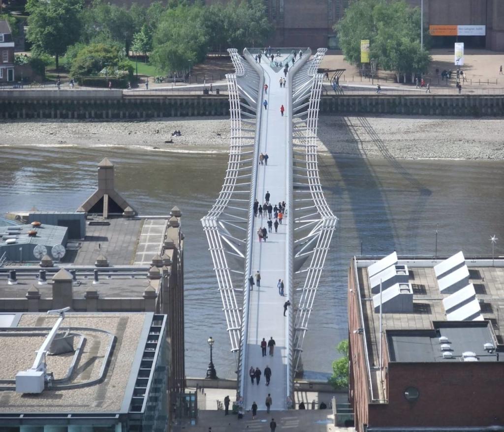 Millennium Bridge Londra1