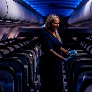 Ministerul Transporturilor: Pasageri din avioane vor fi grupaţi pe familii și vor purta obligatoriu măşti