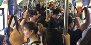 Revenirea angajaților la muncă nu trebuie să ducă la o aglomerare a transportului public