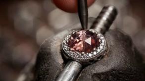 Pandora, cel mai mare producător mondial de bijuterii, va utiliza doar metale preţioase reciclate