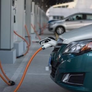 23 de orașe vor primi finanțare pentru 186 de stații de încărcare pentru mașini electrice