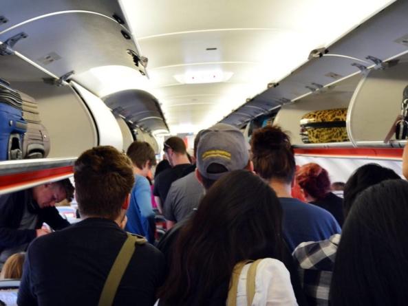 Noi restricții pentru pasagerii avioanelor care aterizează sau decolează din Italia