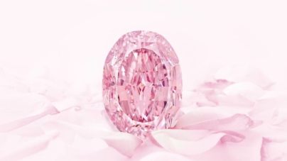 Diamant roz, extrem de rar, scos la licitație