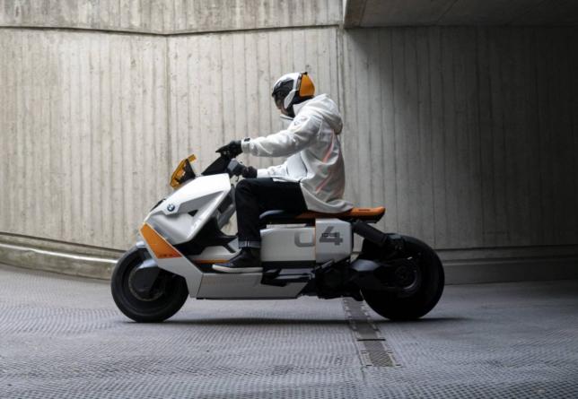 BMW Motorrad Definition CE 04 – scuter electric și, totodată, mijloc de comunicare