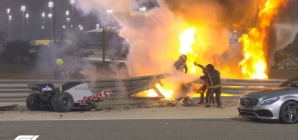 Accident teribil în Formula 1: Mașină în flăcări ruptă în două