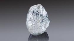 Un diamant de 242 de carate, descoperit de o companie rusă, scos la licitație