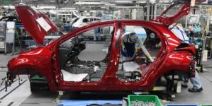 Furtuna perfectă pentru industria auto continuă: Nissan și Toyota opresc, parțial, producția